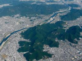 Figure x. Vue aérienne du Mont Inaba (aujourd'hui : Mont Kinka)
