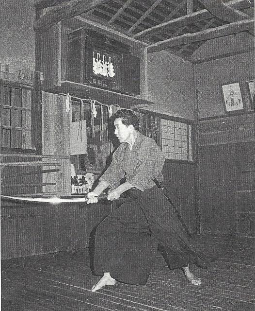 Iaijutsu dans le dōjō du sōke de Katori en 1977.